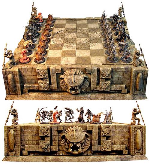 Alien Predador Chess Set